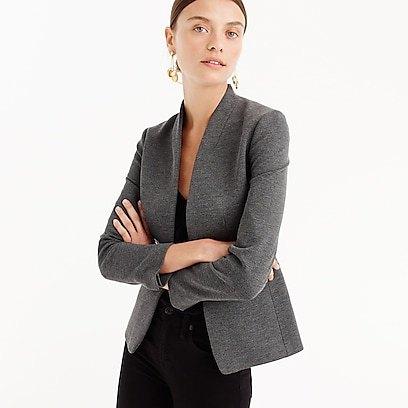 grå slim fit blazer med vit tank mini klänning med scoop halsringning