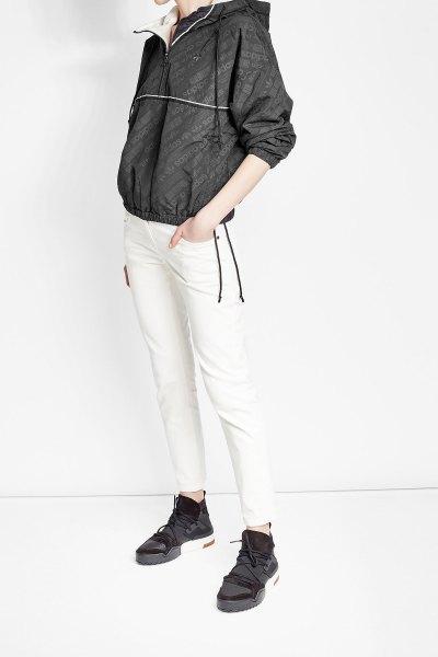svart jacka med vit, smal vindjacka