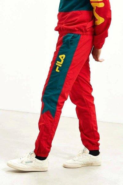 röd och grå vintage windbreaker och matchande shorts