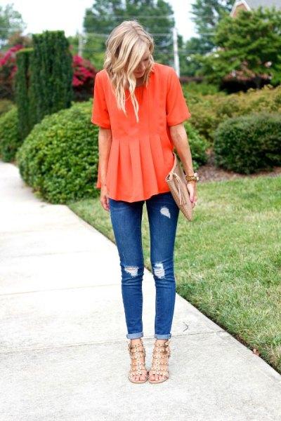 orange peplumblus med rippade skinny jeans