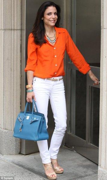 vita jeans med smal passform och silverkedja i silver