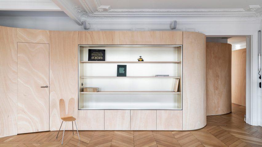 Wood Ribbon-lägenheten i Paris har en böljande trävarv