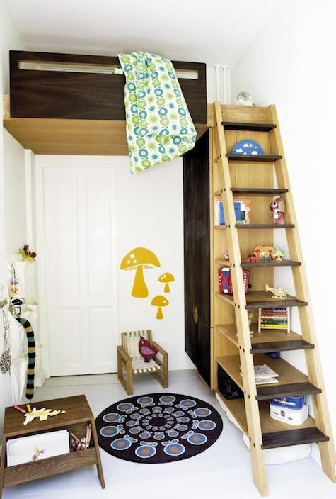Sovrum: Inbyggda loftytor: Remodelista    Barnloftbäddar, barn.