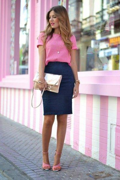 rosa och vit rutig topp med en mörkblå penna kjol