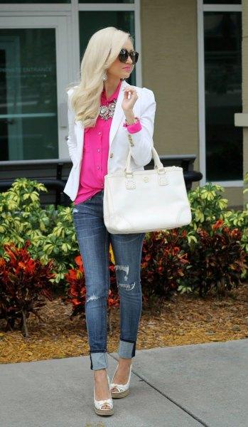 neonrosa skjorta med knapp och vit kavaj