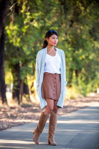 bruna mocka knä höga stövlar med matchande läder kjol