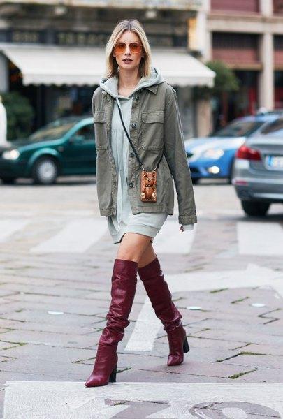 brunt läder knä höga stövlar grå hoodie klänning