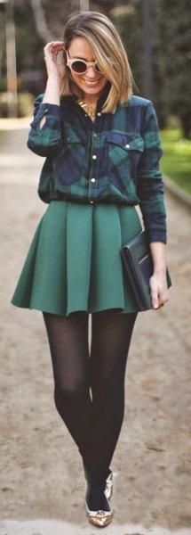 Marinblå rutig skjorta med grå veckad kjol