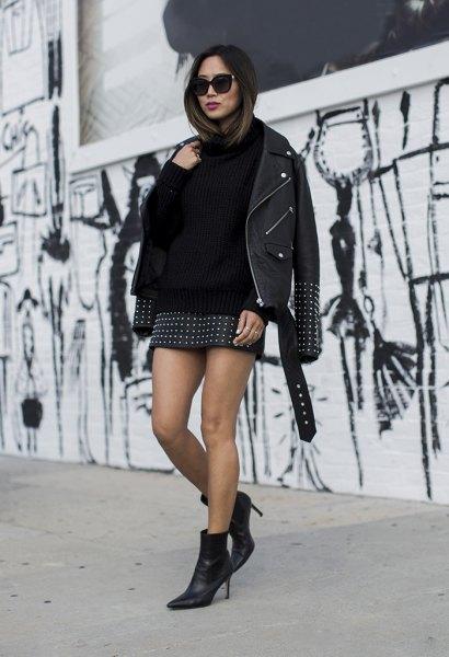 Läderjacka med tröja och svart minikjol med nitar