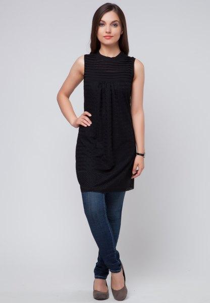 svart ärmlös tunika klänning med blå skinny jeans