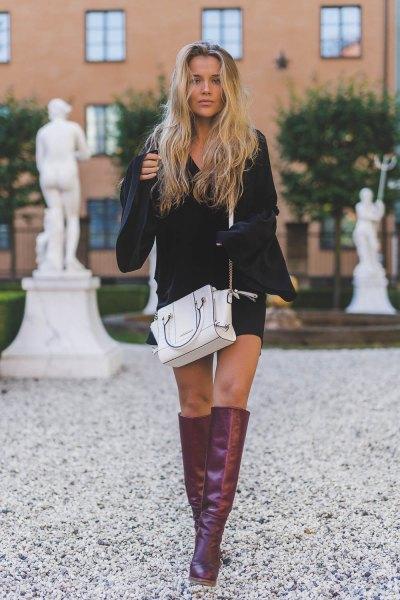 grå knä hög läder stövlar vit läder handväska
