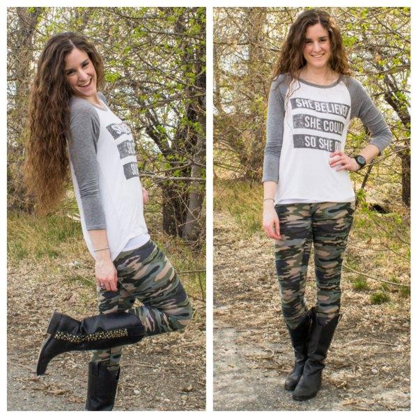 Långärmad T-shirt med grått och vitt tryck, kamouflage damaskar och svarta läderstövlar