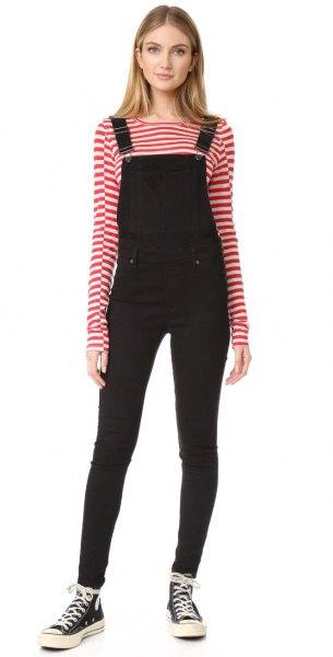 svart, smal sammetoverall med röda och vita randiga t-shirts