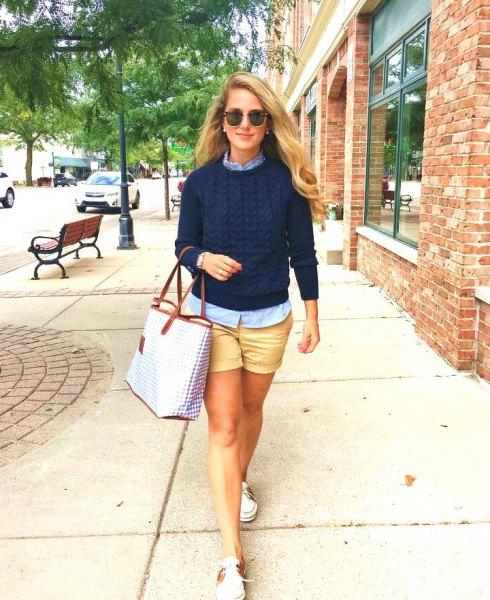 Ljus orange khaki shorts marin stickad tröja