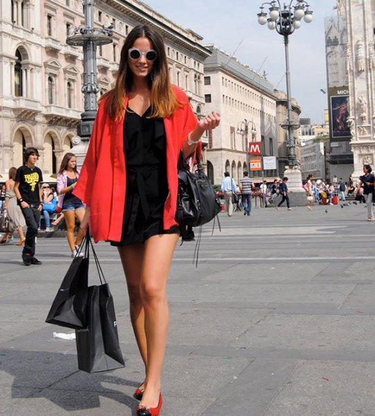 röd oversized skjorta svart skift klänning balettskor