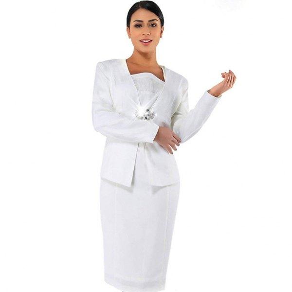 knälång slida klänning i vit spets med en avslappnad jacka