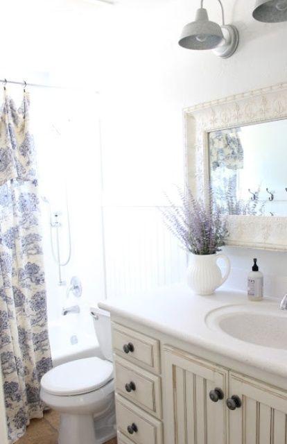 Helt charmiga Provence Idéer för badrumsinredning    Litet badrum.