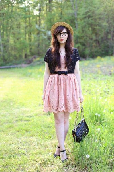 svart axelband rosa bälte miniklänning