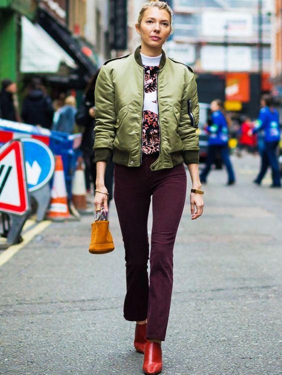 Khaki jacka burgundy byxor