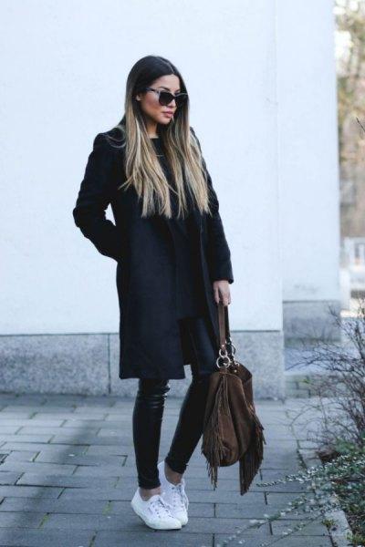 svart lång ullrock med läderjackor