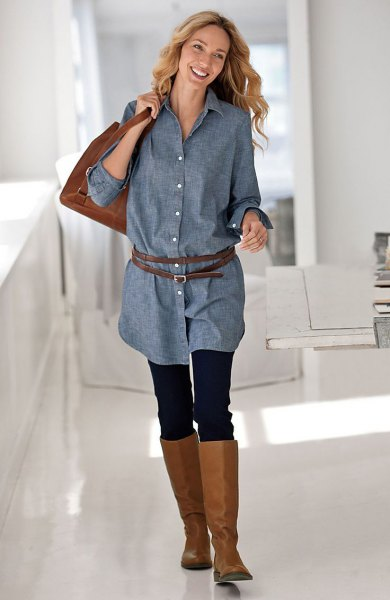 Chambray-skjorta med knappfästning och leggings och knähöga stövlar