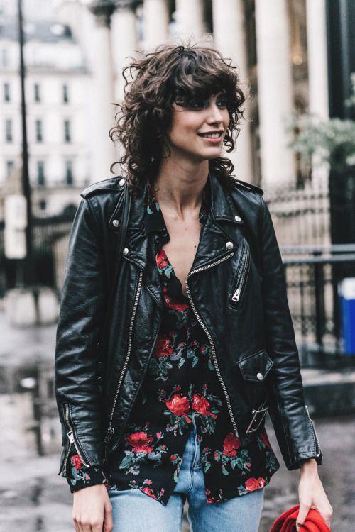 svart läderskjorta med blommjacka