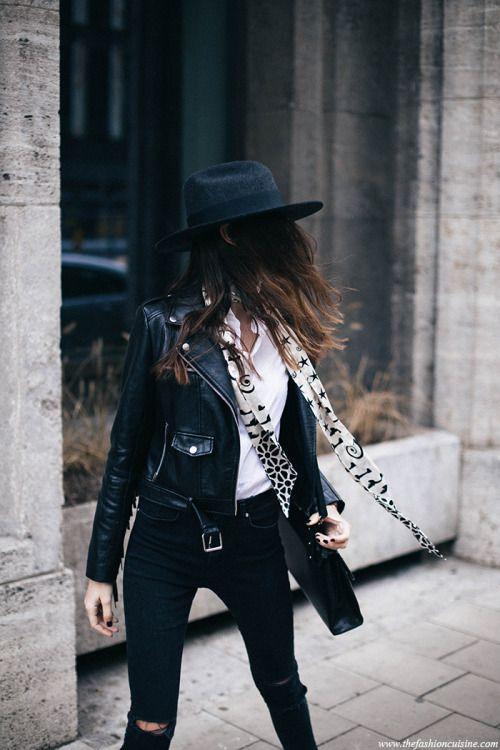 svart läder moto jacka hatt halsduk