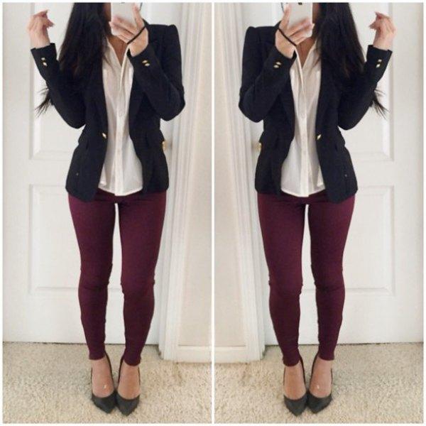vinröd jeans ljusgul skjorta svart kavaj