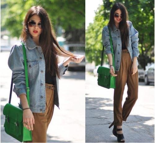 överdimensionerad blå jeansjacka med gröna chinos med hög midja