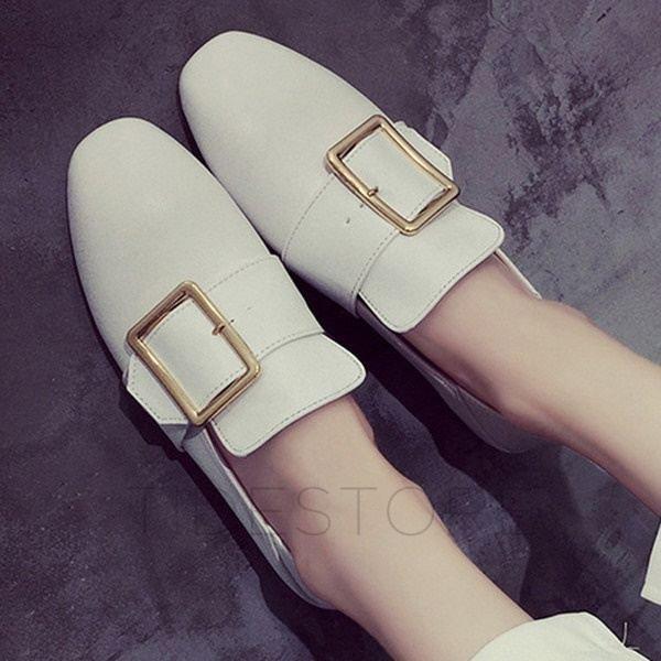 vita loafers med linnebyxor med breda ben