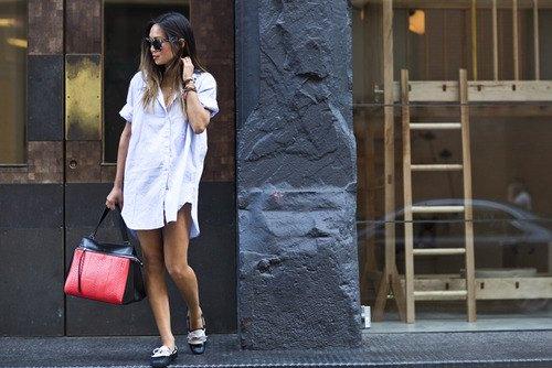 Linne skjortklänning med svarta och vita klädskor