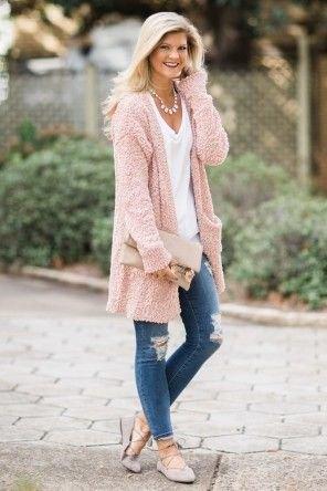 rosa långdragen kofta med rippade smala jeans