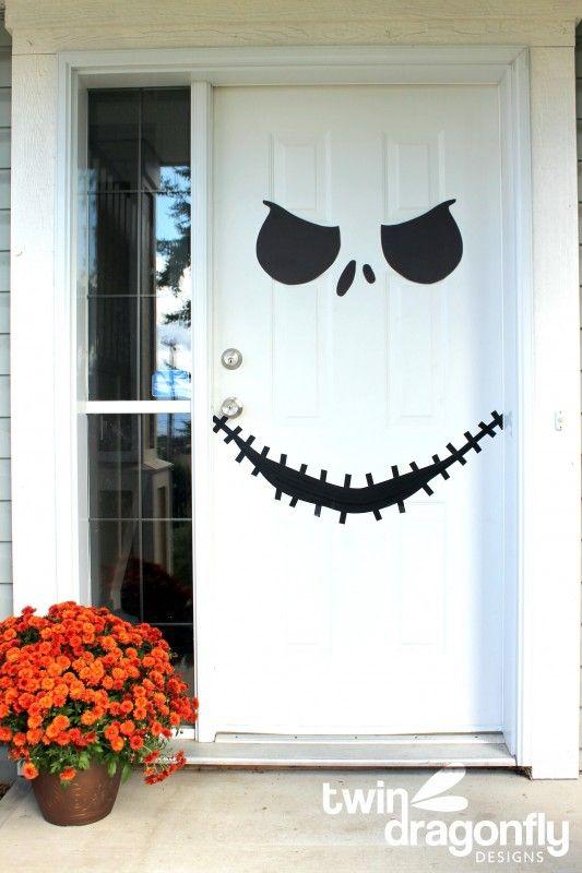 Spöklikt, läskigt och roligt Halloween dörr dekoration Ide