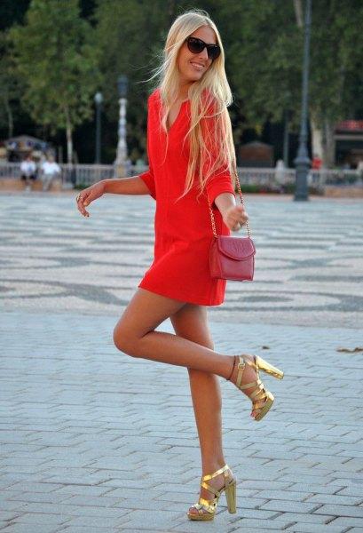 Orange långärmad miniklänning med rosa liten axelväska
