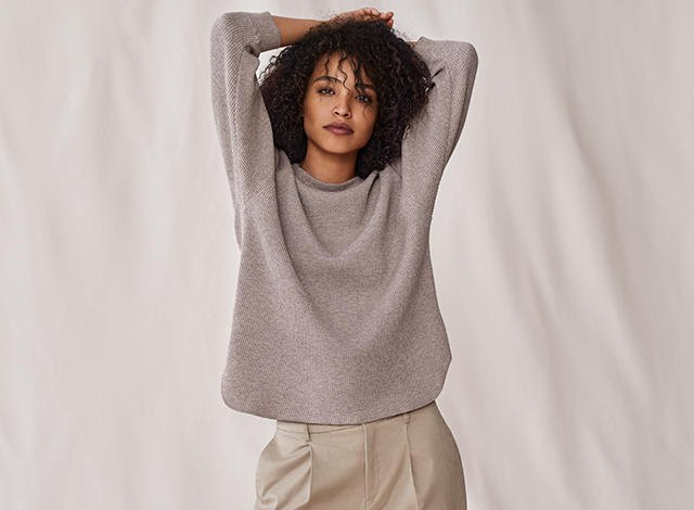 ljunggrå tröja med rosa mini-byxor