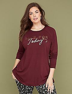 burgundy långärmad grafisk t-shirt med svarta och vita prickbyxor
