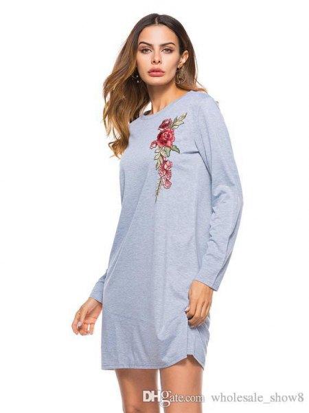grå blommig grafisk långärmad t-shirtklänning