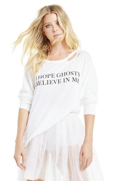 vit långärmad T-shirt med chiffong mini veckad kjol