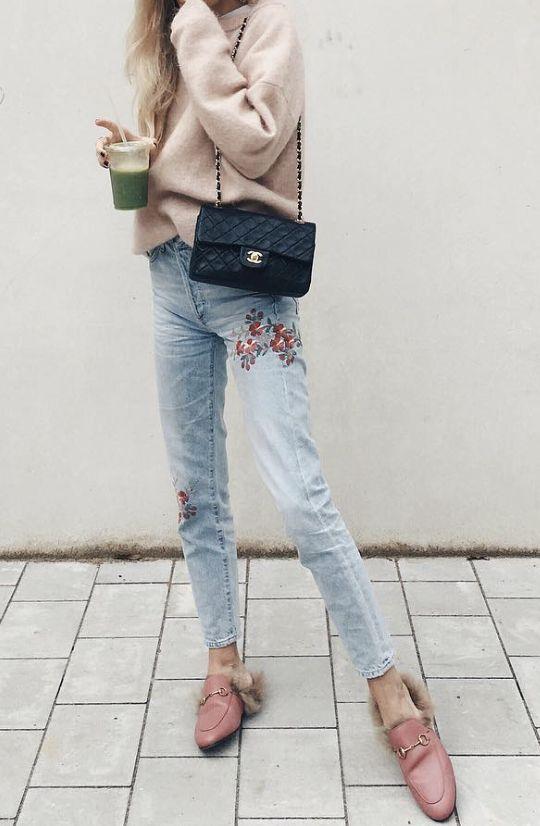 broderad jeansrosa tröja