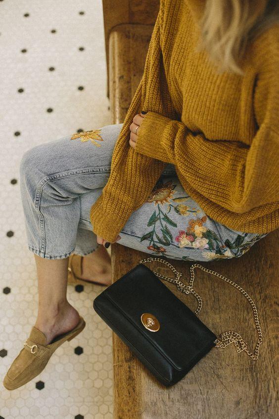 broderad jeans senapsgul tröja
