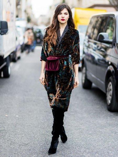 svart midi sammet klänning med lårhöga mocka stövlar