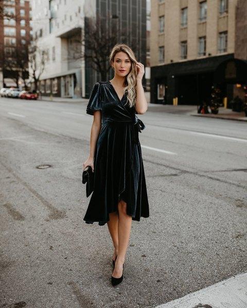 svart omlottklänning med midiklänningar