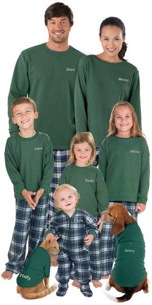 grön långärmad t-shirt med rutiga byxor