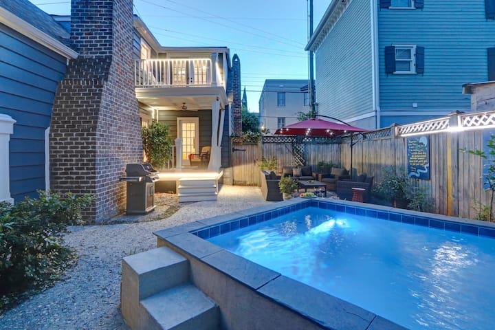 Jewelbox: En historisk Savannah stuga, pool och parkering.