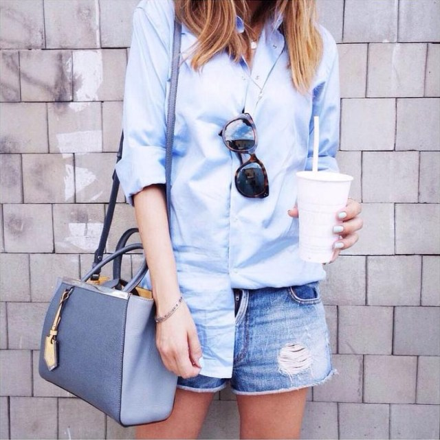 ljusblå pojkvänskjorta outfit idé