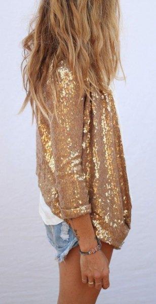 Överdimensionerad skjorta i guld paljetter med mini denim shorts
