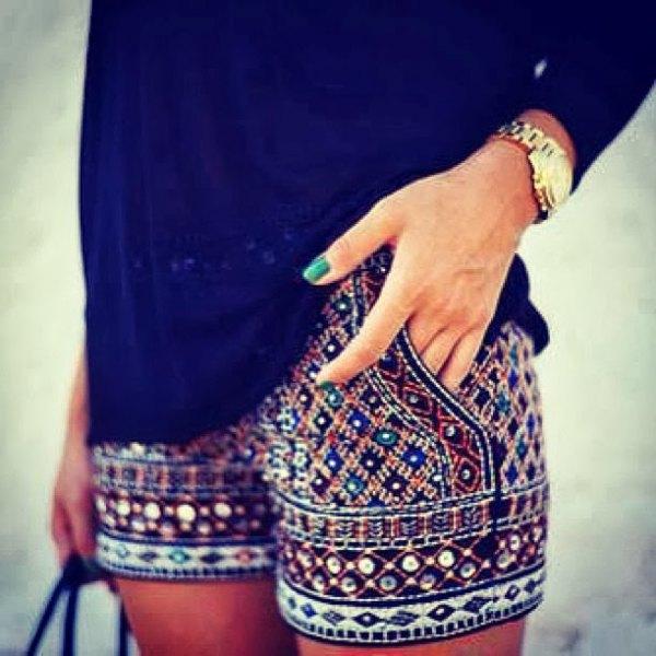 svarta långärmade stenblusbroderade shorts