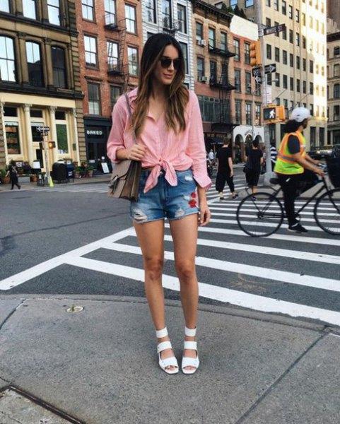 rosa knutna skjorta-jeansshorts