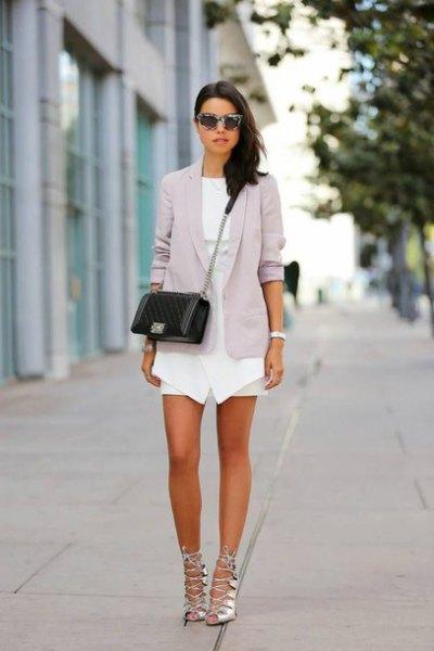 vit mini klänning grå blazer silver remmar sandaler