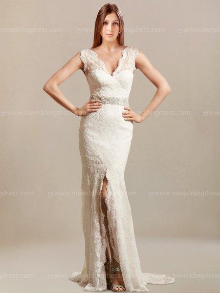 vit, korsad halsringning och golvlång, hög split, flytande klänning